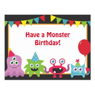 Feliz cumpleaños del pequeño monstruo lindo tarjetas postales