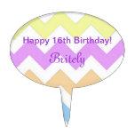 feliz cumpleaños del zigzag fresco del color en decoración de tarta