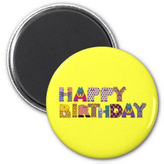 Feliz cumpleaños deletreado con las letras animale imán redondo 5 cm