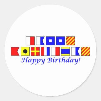 Feliz cumpleaños deletreado en alfabeto náutico de pegatina redonda