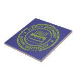 Feliz cumpleaños - efecto verde del sello de goma azulejo