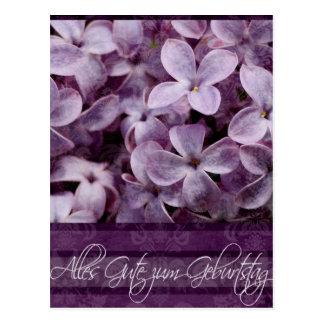 Feliz cumpleaños en flores alemanes de la lila tarjetas postales