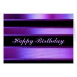 Feliz cumpleaños en púrpura tarjeta de felicitación
