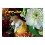 Feliz cumpleaños floral tarjetón