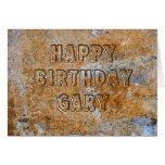 Feliz cumpleaños Gary de la Edad de Piedra Tarjetón