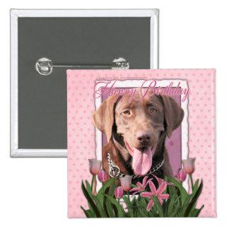Feliz cumpleaños - Labrador - chocolate Pin Cuadrado