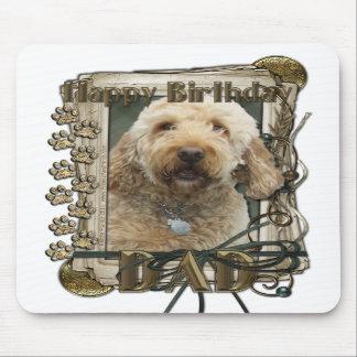 Feliz cumpleaños - patas de piedra - GoldenDoodle Alfombrilla De Ratones