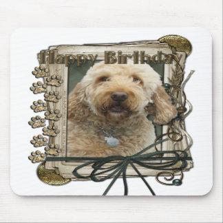Feliz cumpleaños - patas de piedra - GoldenDoodle Alfombrilla De Raton