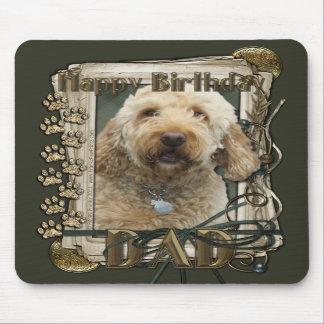 Feliz cumpleaños - patas de piedra - GoldenDoodle  Alfombrilla De Ratón