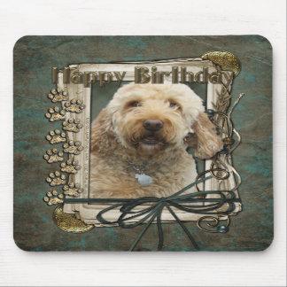 Feliz cumpleaños - patas de piedra - GoldenDoodle Tapetes De Ratón