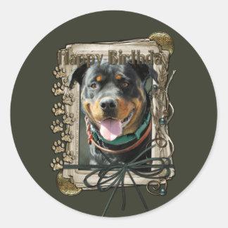 Feliz cumpleaños - patas de piedra - Rottweiler Pegatina Redonda