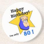 Feliz cumpleaños - soy SOLAMENTE 80.png Posavaso Para Bebida