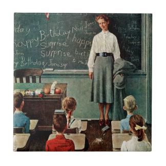 Feliz cumpleaños, Srta. Jones de Norman Rockwell Azulejo Cuadrado Pequeño