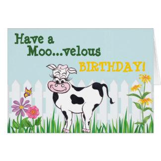 Feliz cumpleaños - vaca y tarjeta de FlowersCustom