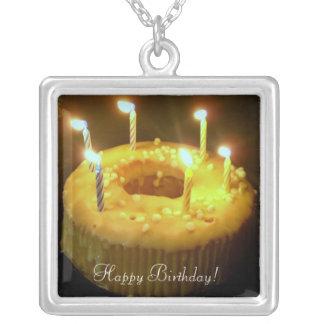 ¡Feliz cumpleaños! velas del cumpleaños del txt Colgante Cuadrado