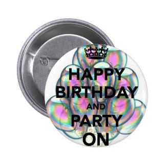 Feliz cumpleaños y fiesta encendido pin redondo de 2 pulgadas