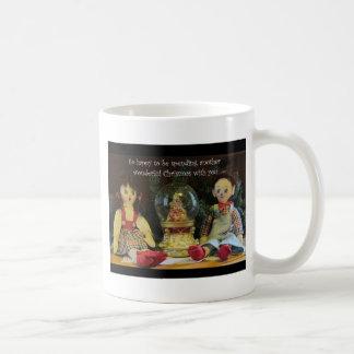 Feliz de pasar otro navidad con usted taza clásica