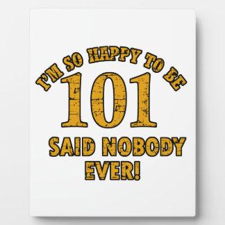 Feliz de ser 101 años no dijo a nadie nunca placas con foto