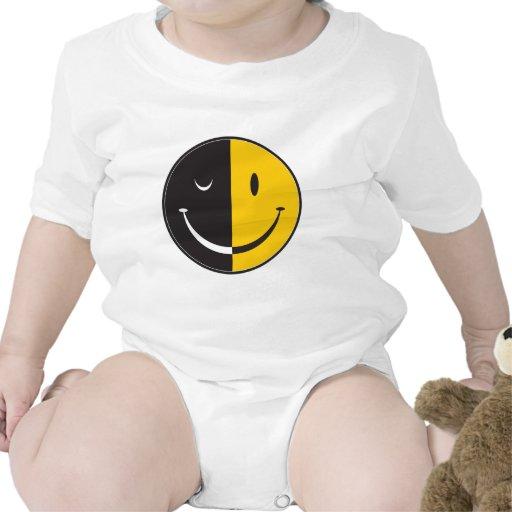 Feliz: Día o noche Camisetas