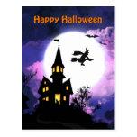 Feliz Halloween asustadizo de la casa encantada Tarjetas Postales