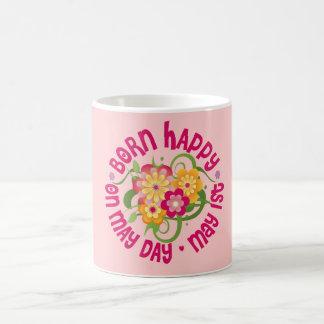 Feliz nacido - primero de mayo taza clásica