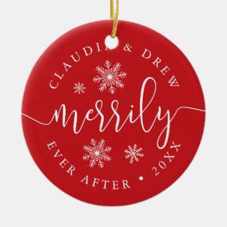 Feliz nunca después de recién casado de doble cara adorno navideño redondo de cerámica