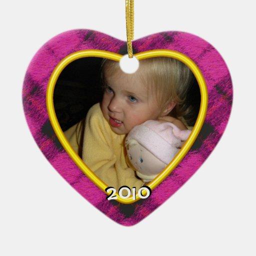 Feliz ornamento de la foto de la tela escocesa de adorno navideño de cerámica en forma de corazón