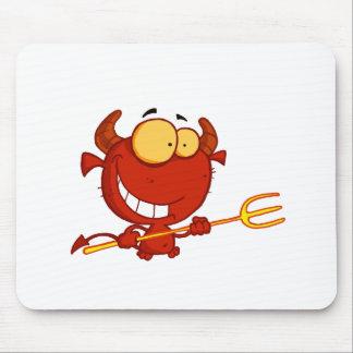 Feliz-pequeño-diablo-con-pitchfork Tapetes De Ratón