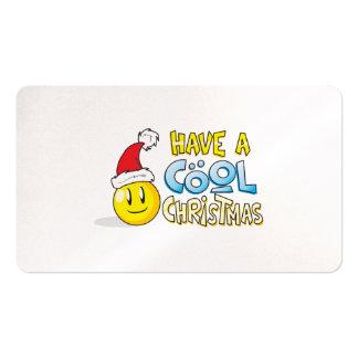 Feliz tenga almohadas frescas de una envoltura de tarjetas personales