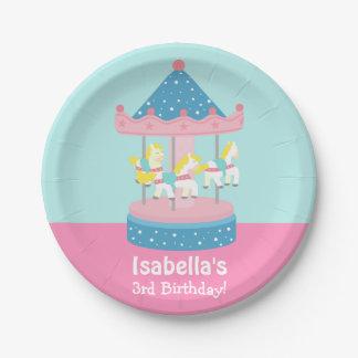 Feliz va la fiesta de cumpleaños de los chicas del platos de papel