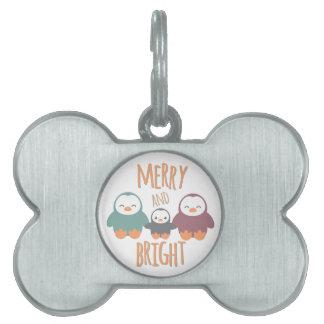 Feliz y brillante placas de mascota