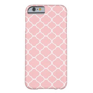 Femenino se ruboriza el modelo rosado y blanco de funda para iPhone 6 barely there