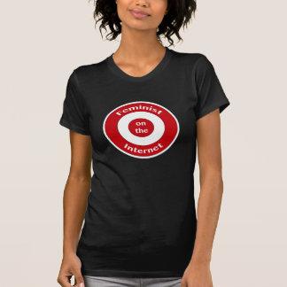 Feminista en el Internet blanco Camiseta