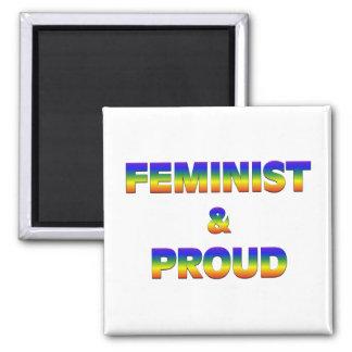 Feminista y orgulloso imán cuadrado