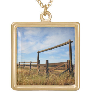 Fences in Field Gold Plated Necklace