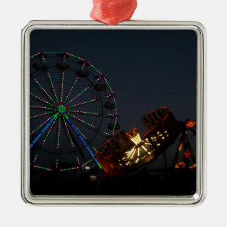 Feria del condado en la noche adorno navideño cuadrado de metal