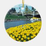 festival canadiense amarillo del tulipán, canal de adorno navideño redondo de cerámica