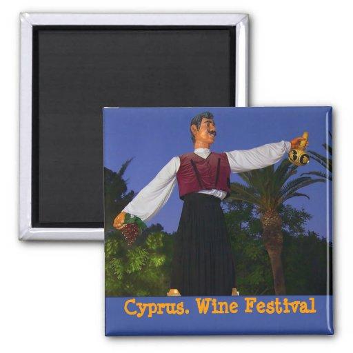 Festival de vino en Chipre. Uno de símbolos locale Imán