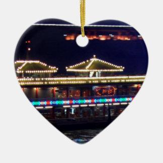 FESTIVALES: BARCO ligero de la chispa del chino Adorno De Cerámica En Forma De Corazón
