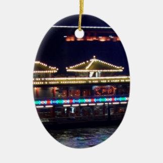 FESTIVALES: BARCO ligero de la chispa del chino Adorno Ovalado De Cerámica
