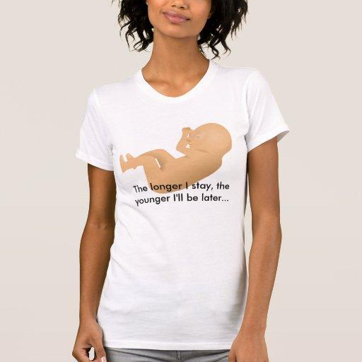 feto, cuanto más largo permanezco, más joven seré  camisetas