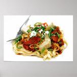 Fettuccini con el tomate y la albahaca asados posters