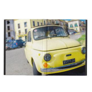 Fiat amarillo 500 vintage Cinquecento en Italia