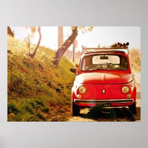 Fiat rojo 500, Cinquecento, en Italia Póster