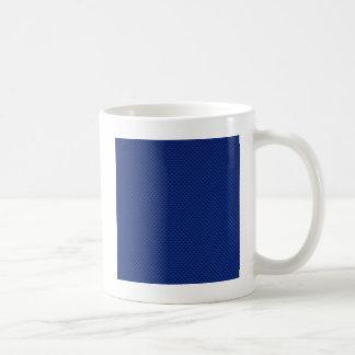Fibra de carbono azul como fondo de la impresión taza básica blanca