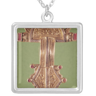 Fibula with heads of birds square pendant necklace