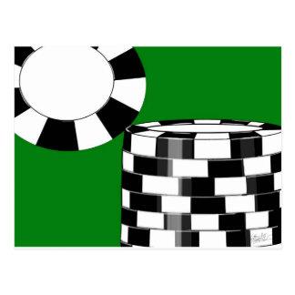 Fichas de póker blancas negras en verde postales