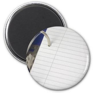 Fichero del anillo con el papel de escribir en bla imán redondo 5 cm