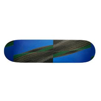 Field patterns in hill slope skate board deck