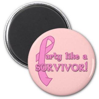 Fiesta como un superviviente con la cinta rosada imán redondo 5 cm